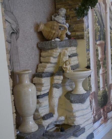 Напольный водопад с вазой, кувшином, ангелочком подсветкой и туманом